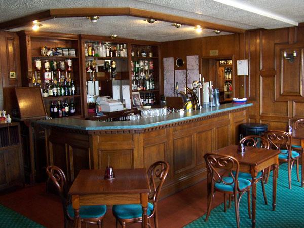 02_lochgair_hotel_bar