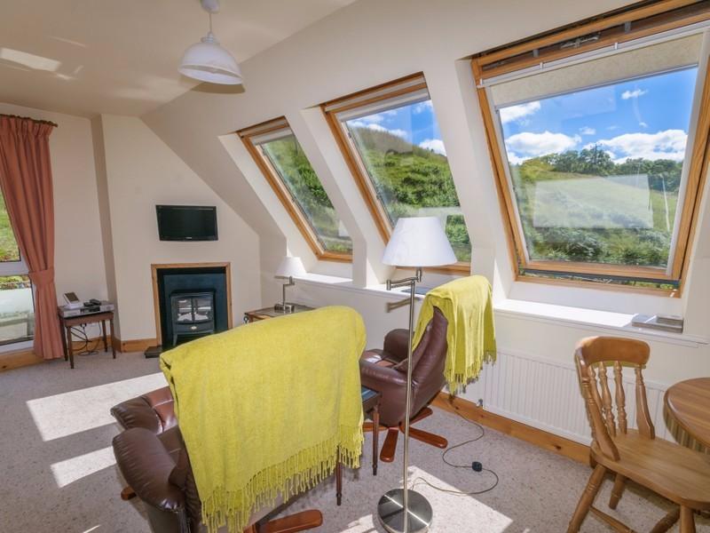 Barn-Cottage-lounge-diner-2