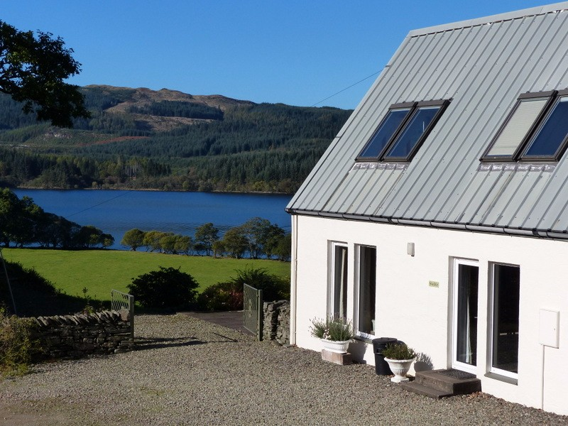 Stable-Cottage-looking-onto-Loch-Awe